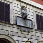La lapide sulla casa dove nacque Angelo Brunetti in via di Ripetta