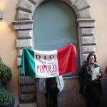 La bandiera della Repubblica Romana davanti all'albergo Cesàri