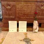 La nostra Rosa e i nostri testi davanti alla tomba di Mameli, giugno 2019